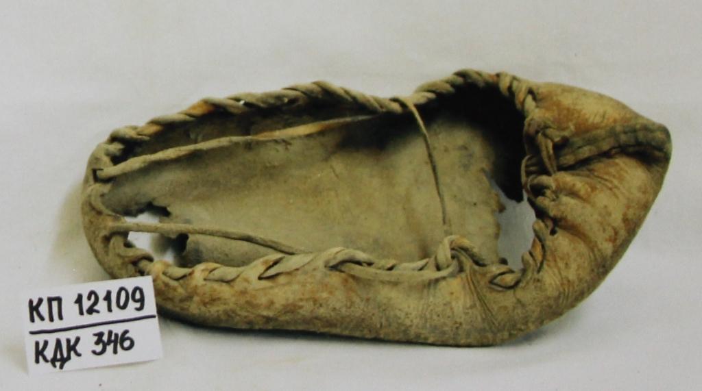 «Чарыкъ» - традиционная кожаная обувь. Начало ХХ в. Фонды ГБУ РК БИКАМЗ.