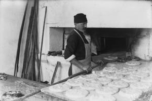 1.Пекарня «Мустафа Махмуд». Выпекание лепешек пите во время месяца Рамадан.